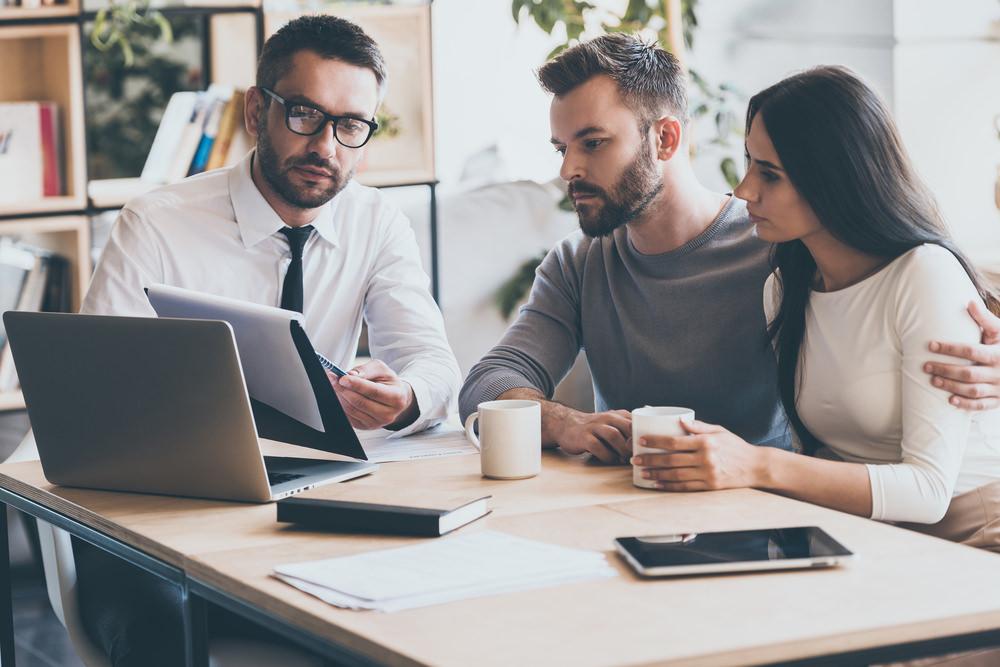 Bild: Den Sinn einer Restschuldversicherung zu verstehen, ist für den Abschluss elementar. Bildquelle: g-stockstudio – 431846191 / Shutterstock.com