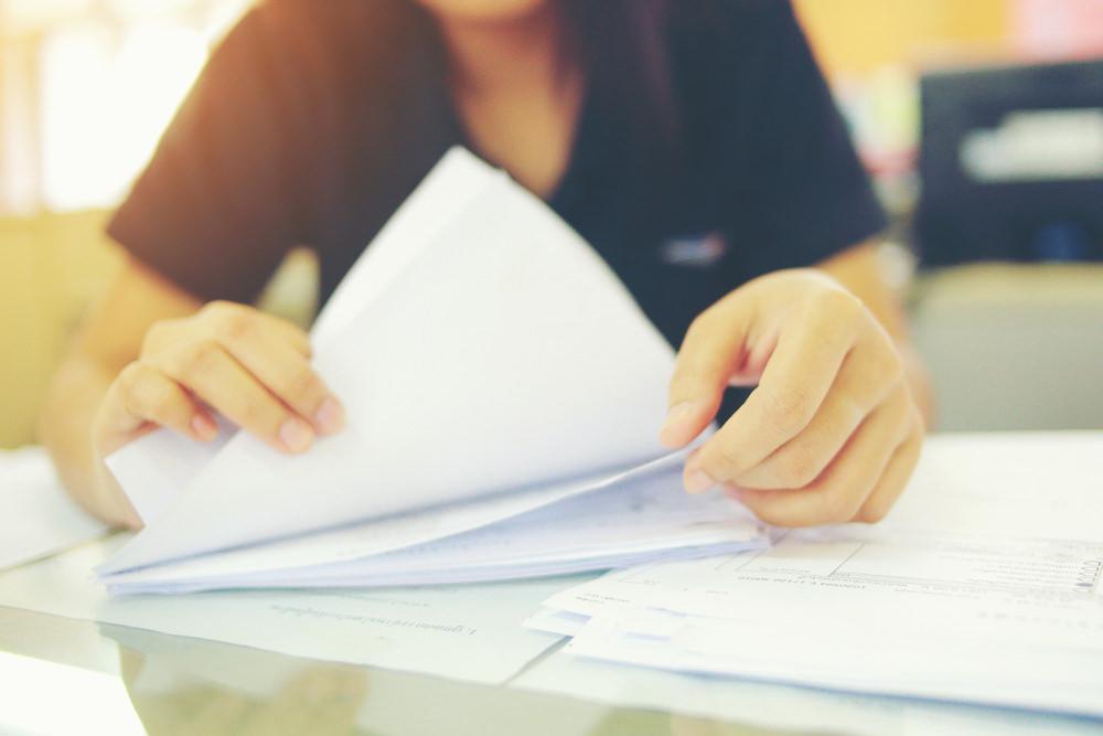 Bild: Der Schufa-Score ist bei der Bearbeitung von Kreditanfragen ein wichtiger Parameter. Bildquelle: hareluya – 659327395 / Shutterstock.com