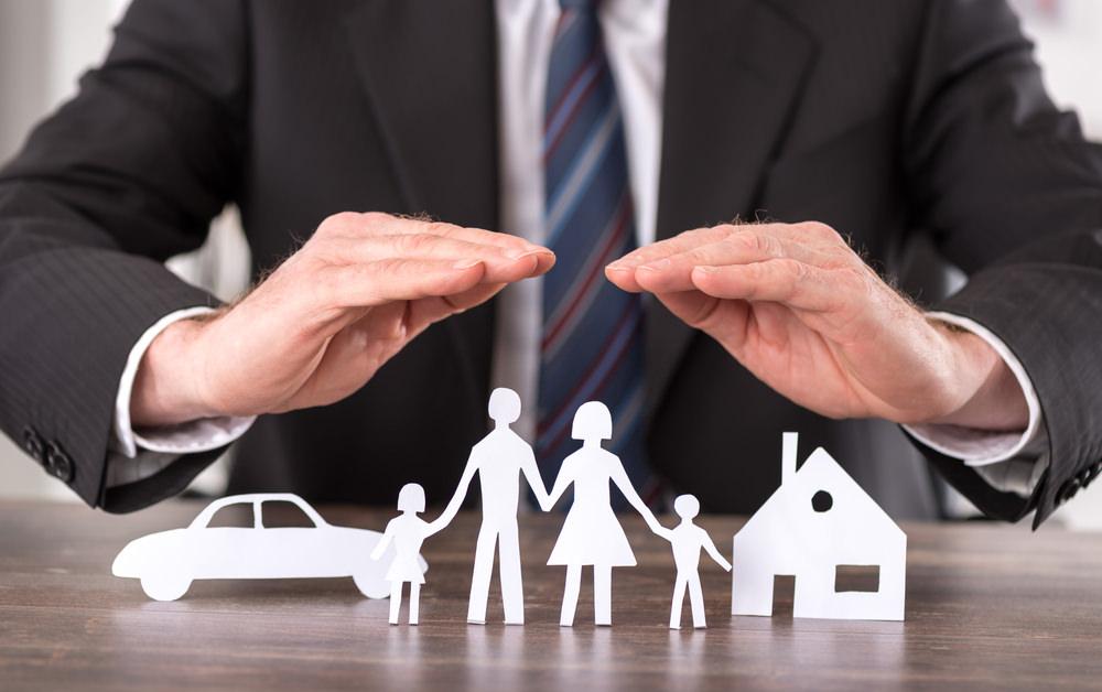 Bild: Von einer Restschuldversicherung können Sie profitieren, wenn Sie arbeitsunfähig werden oder der Kreditnehmer stirbt. Bildquelle: thodonal88 – 371999371 / Shutterstock.com