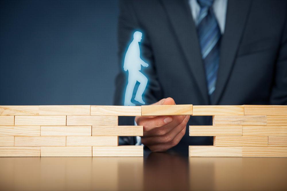 Bild: Nicht immer bewirkt eine Restschuldversicherung am Ende auch das, wofür man sie abgeschlossen hat. Bildquelle: Jirsak – 410722534 / Shutterstock.com